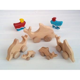 Drvena igračka - životinja na kotačima - Delfin